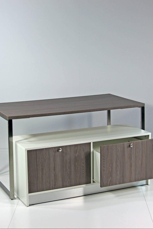 Depotreol / lager møbel er her anvendt som indskuds bord under et større bord.