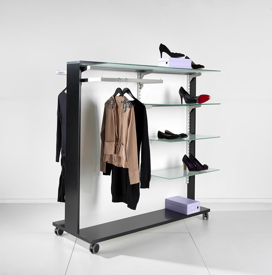 Rumdeleren / tøjstativet eller skostativet kan leveres i alle farve kombinationer, og anvendes i mange butikker som rumdeler mellem temaer / afdelinger. Butiksinventar