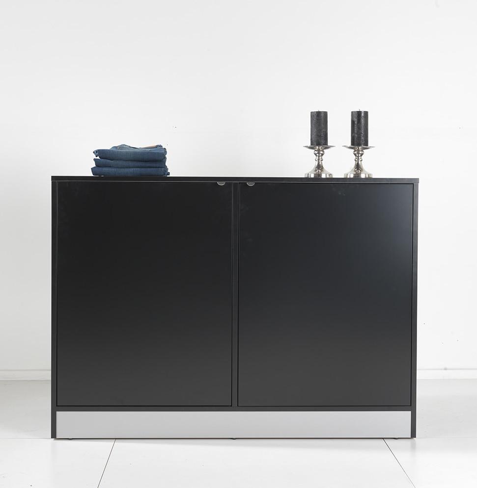Opbevaringsmøbel / salgsreol kan leveres i alle farver, så vælg evt. låger og møblet i forskellige farver. Butiksinventar