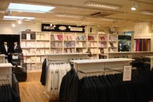 herre butik med butiksinventar og butiksindretning