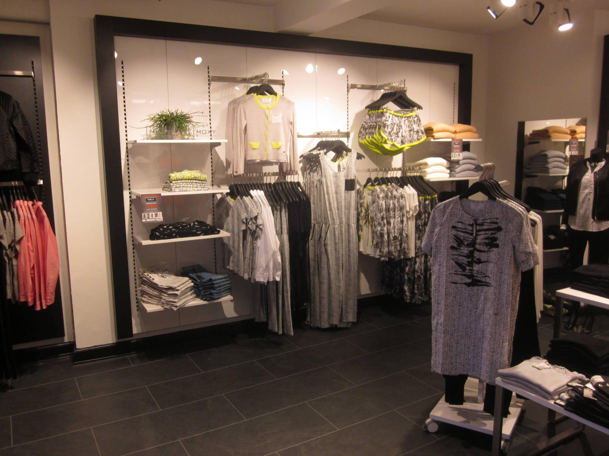 Fleksibelt og funktionelt butiksinventar system