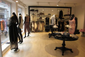 Butikken er indrettet med fokusområde og butiksinventar