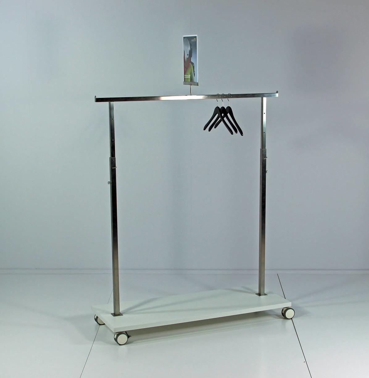 Tøjstativ som kan leveres i alle NCS farver og der kan tilkøbes dobbelte fronthæng, så stativet præsentere varerne endnu bedre.