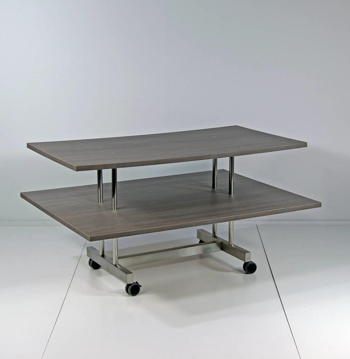 Salgsbordet som sælger mange varer kan leveres i alle farver. Butiksinventar