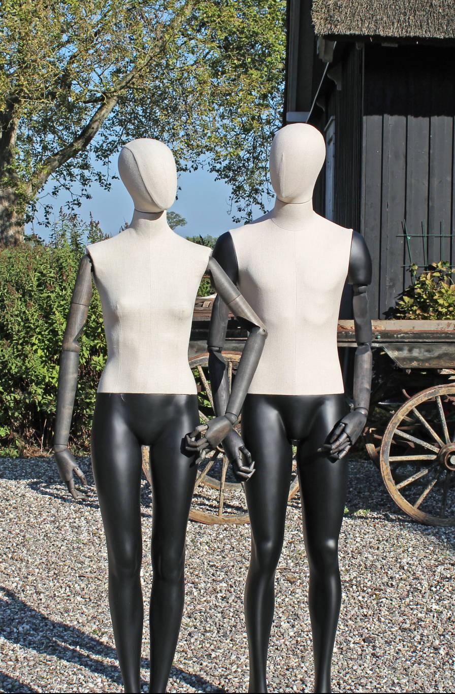 Damemannequin og herremannequin af vintage typen.