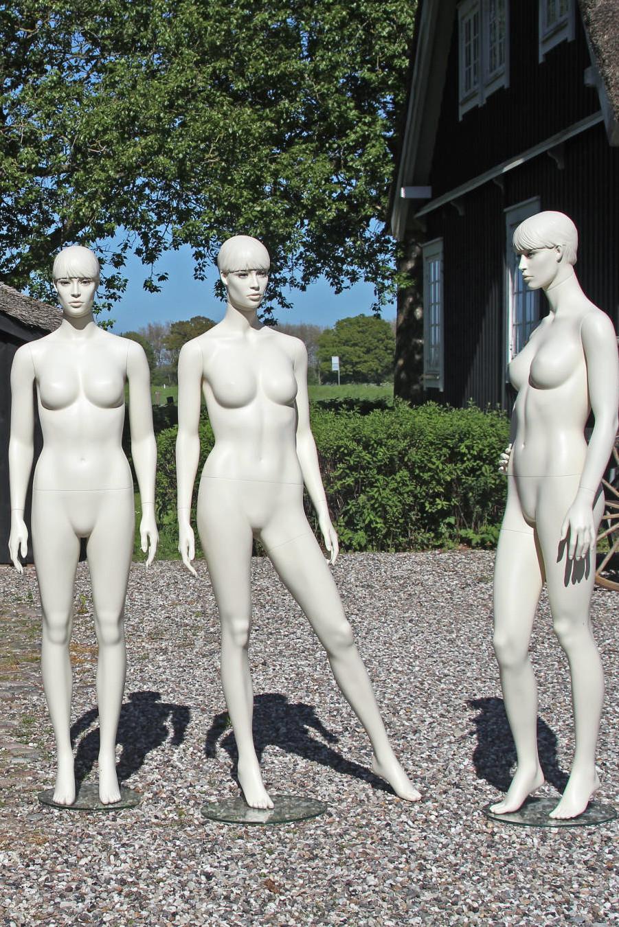 Damemannequin med makeup med aftageligt hoved. Fås i flere forskellige modeller.