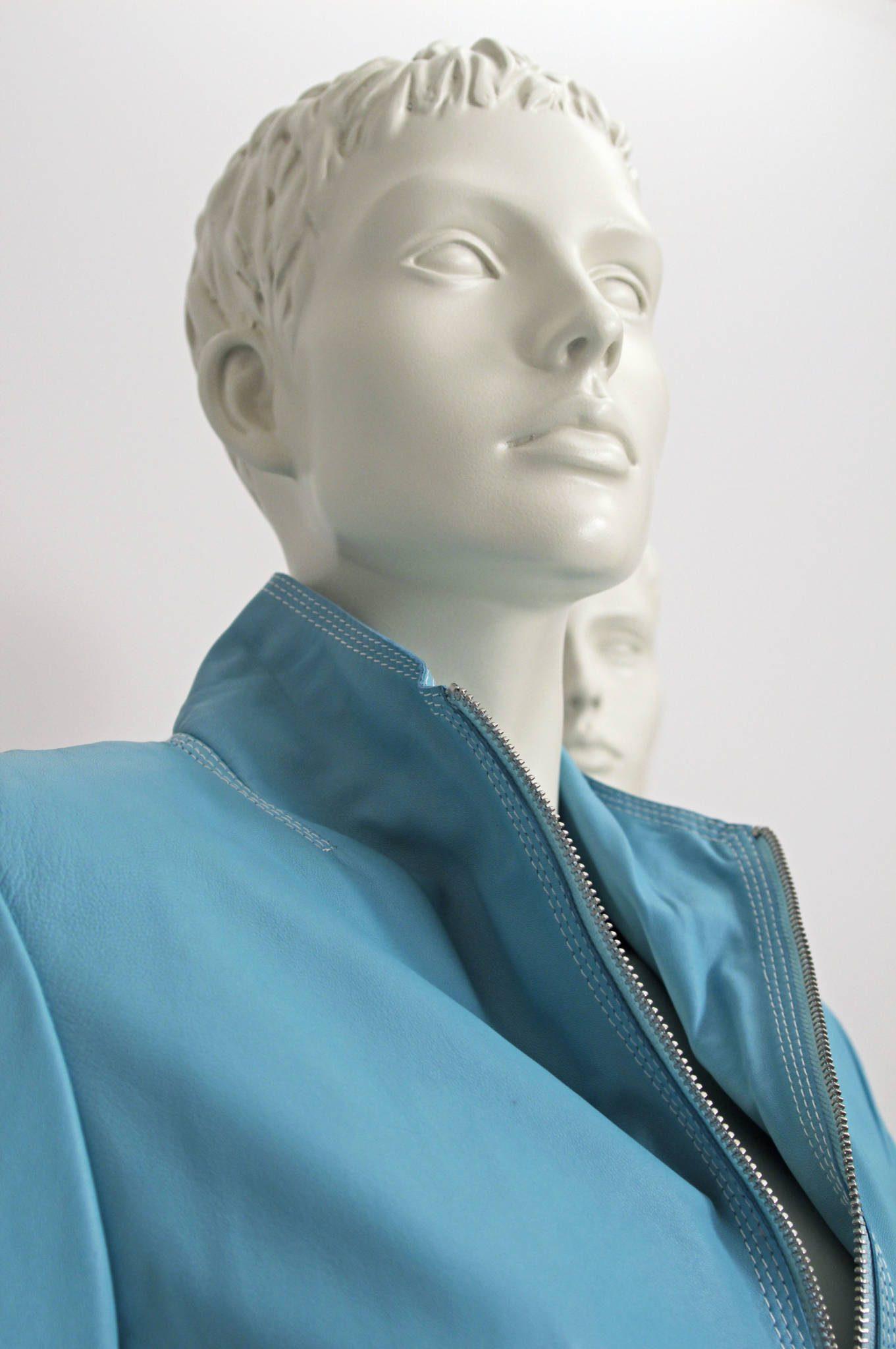 Stilistisk dame mannequin med formstøbt hår