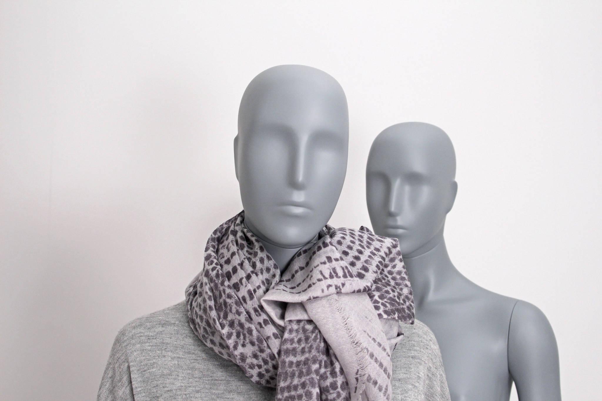 dame mannequiner, Naomi mannequiner i grå farve.