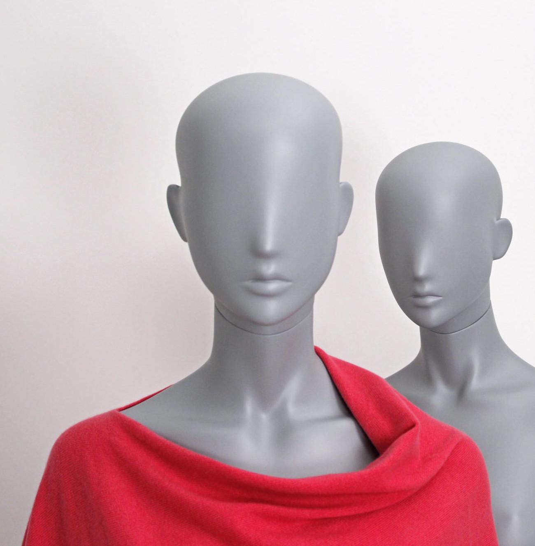 Yndefuld dame mannequin grå. Ginerne i denne serie har aftageligt hoved og kan bruges som hovedløs mannequin