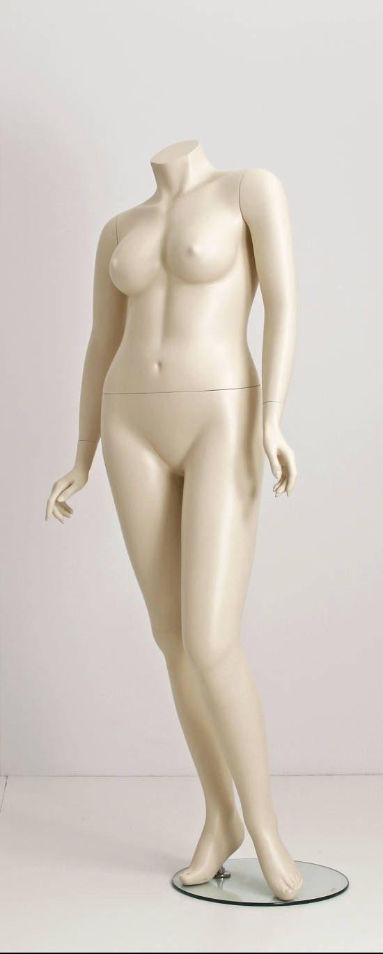 plus size dame mannequin, Daniella, findes i 2 modeller i standard farve Ivory. Inkl. glas plade samt foot og leg spike