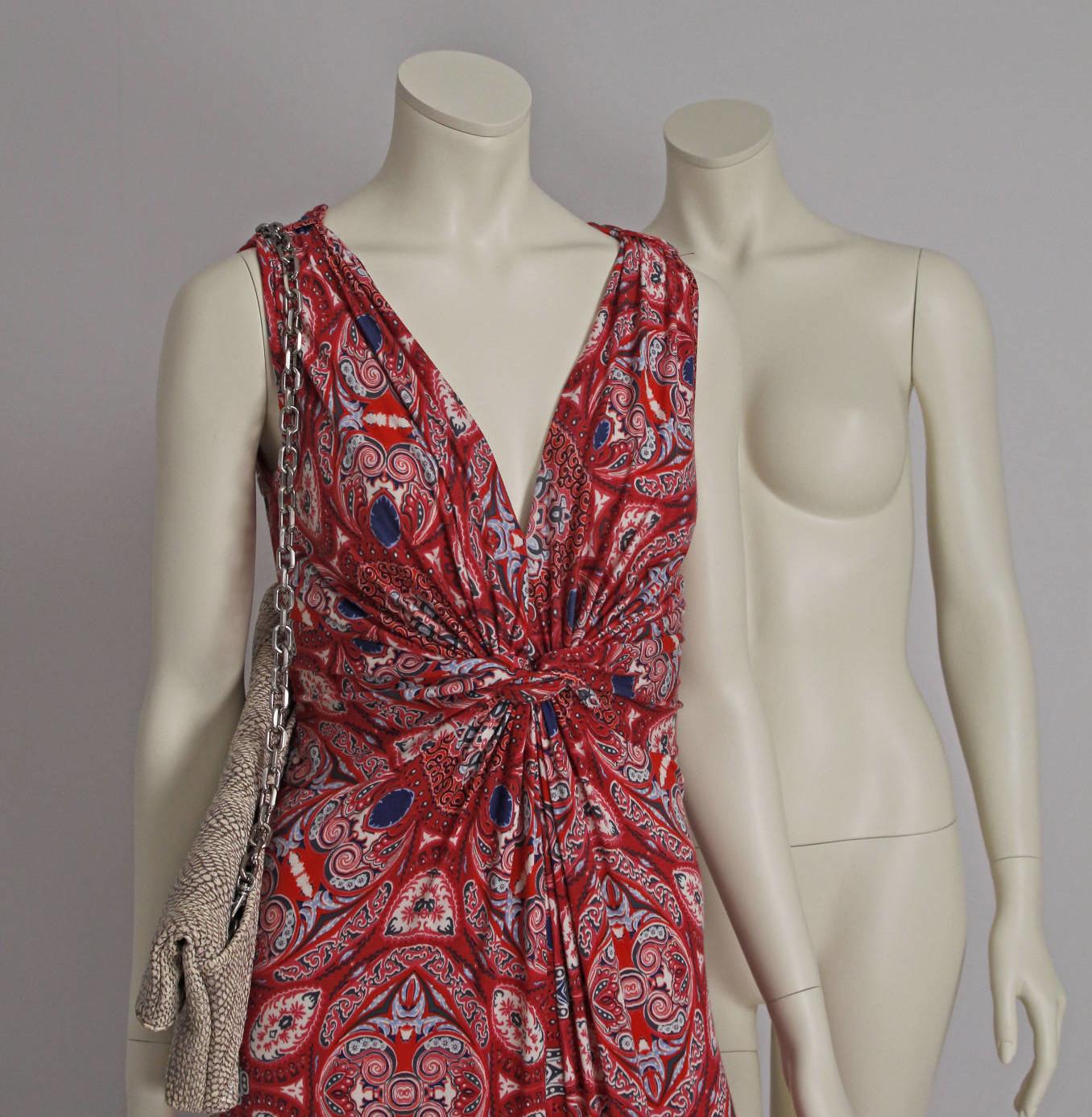 Mannequin dame i hovedløs design. Findes i flere positioner og kan omlakeres til andre ønskelige farver.