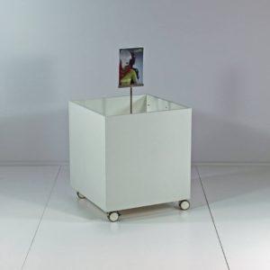Salgskassette som kan leveres i alle farver. butiksinventar